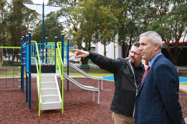 Dr Sebastian Pfautsch, from Western Sydney University's School of Social Sciences, left, onsite with Steve Christou, Mayor of Cumberland City Council.